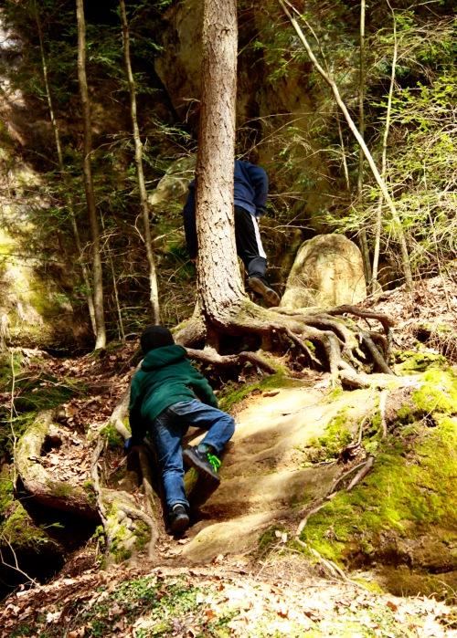 boys climb ash cave 2